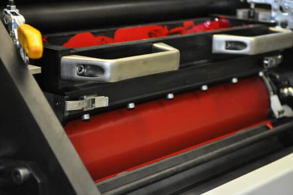 Druckmaschine mit roter Farbe