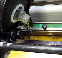 Etiketten Klebstoffe in Druckmaschine klein