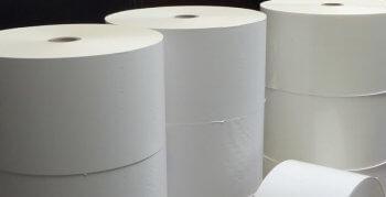Weiße Papierrollen