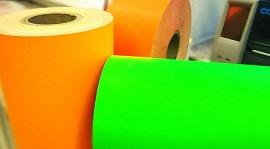 Leuchtmaterial in orange und grün